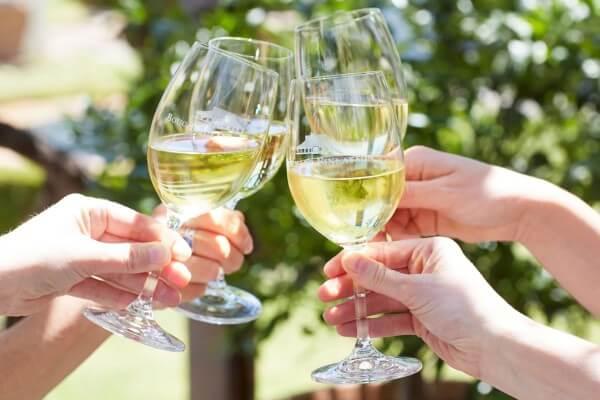 BOUCHARD-GLASSES-CHEERING